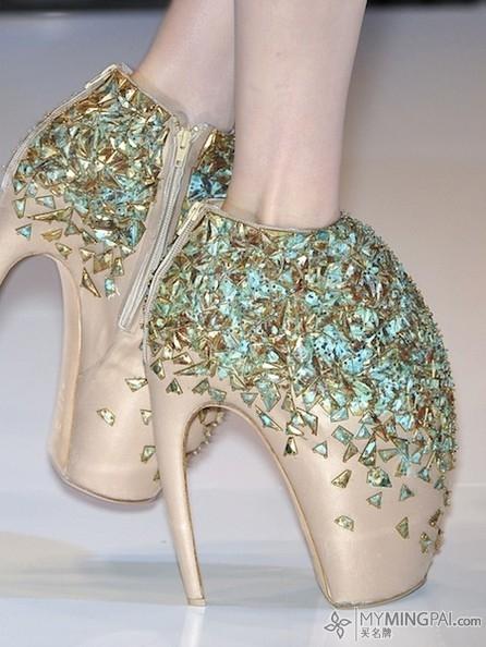 "Lady gaga说:""我不能缺少高跟鞋"""