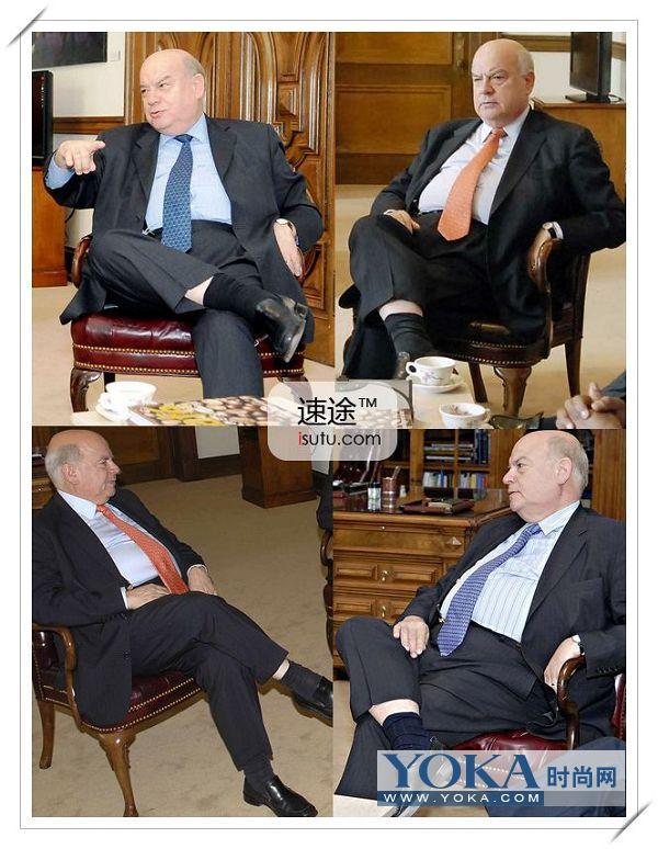 袜子,这样脱下鞋子以后露出来的足部风情有时候可是