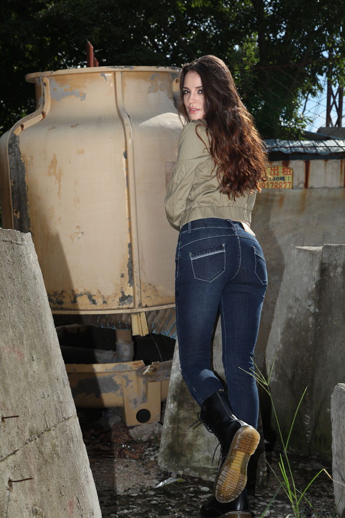 欧美明星街拍之牛仔裤美女大比拼! - 源源 - djun.007 的博客