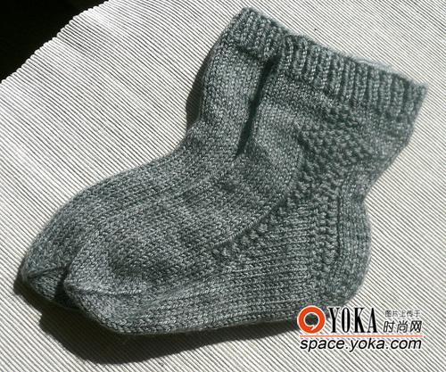 手工编织的复古设计毛线袜.