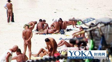 三亚海边惊见自发天体沙滩群浴(图)