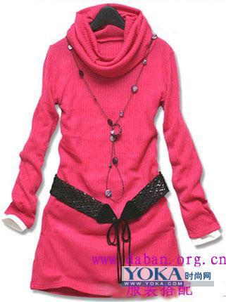 冬装搭配点评:桃红色毛衣非常引人注意