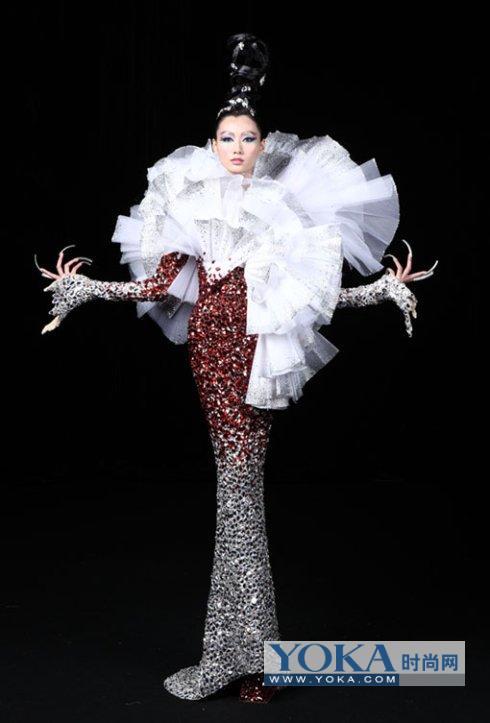 """并享有""""中国服装设计师协会理事""""身份的郭培"""
